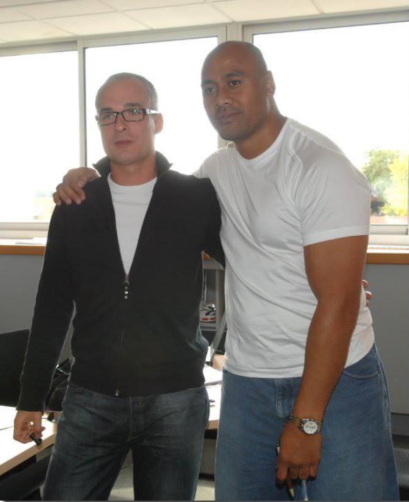 Le Pénible Greg avec le légendaire All Blacks Jonah Lomu