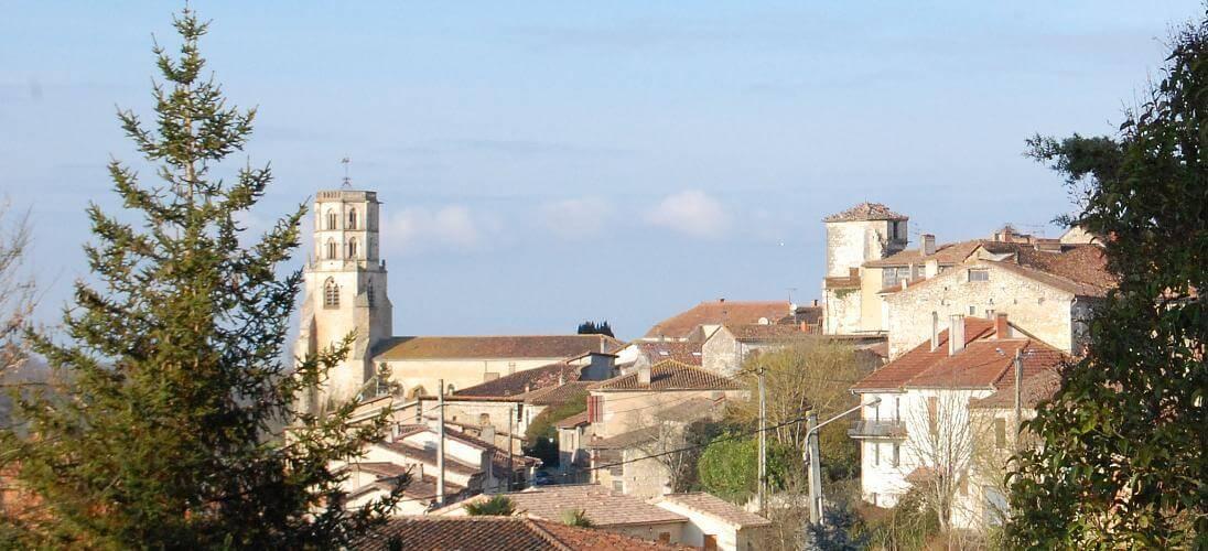 vue du village, église et tout Jeanne d'Albret