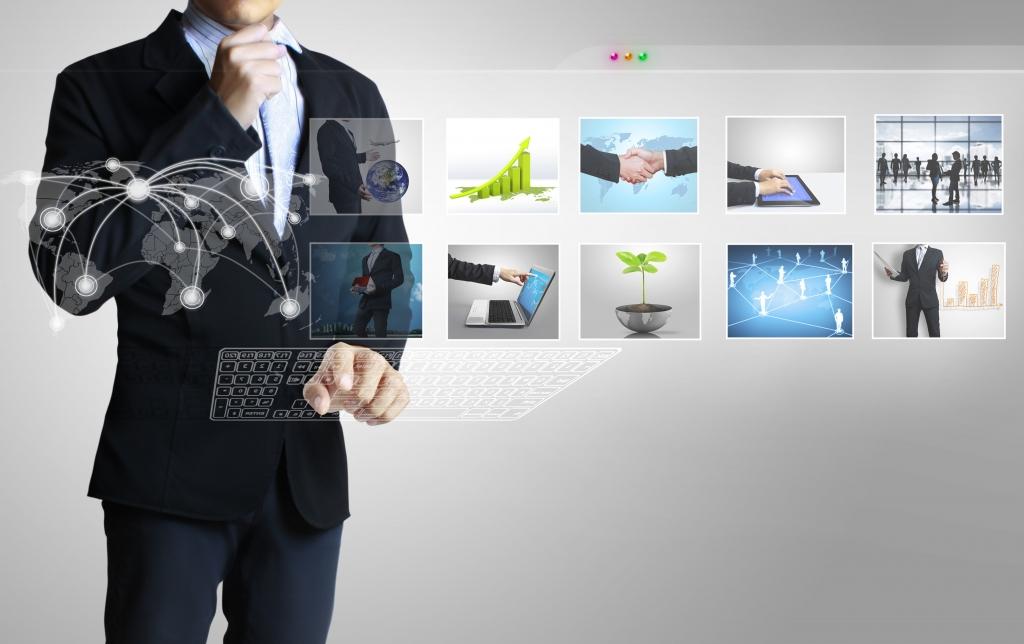 Représentation virtuelle d'écrans représentants des interactions de personnes et de données